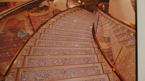 Foto van een trap met diamanten. Bling bling baby!