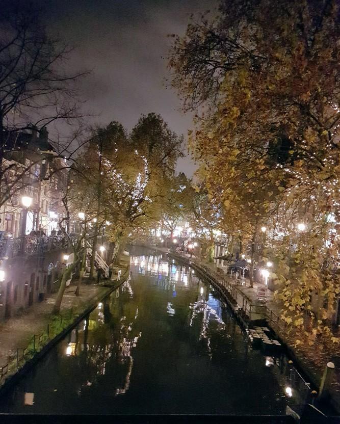 De Utrechtse grachten in de avond